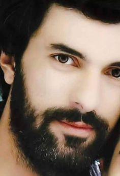 Engin Akyürek I see my husband as a younger man & immediately fel Beautiful Celebrities, Beautiful Men, Turkish Beauty, Hot Actors, Mans World, Turkish Actors, Book Characters, Facial Hair, Male Beauty