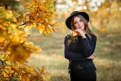 Close up portrait of a Beautiful girl in dark dress and black hat standing near colorful autumn leaves. Art work of romantic woman .Pretty tenderness model looking at camera. Photography Poses Women, Autumn Photography, Portrait Photography, Fall Portraits, Outdoor Portraits, Female Poses, Female Portrait, Foto Casual, Girl Photo Shoots