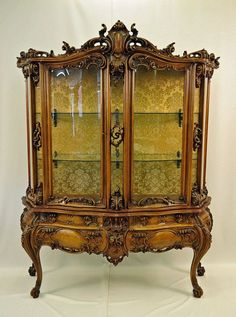 French Rococo Style Vitrine with Curved Glass : Lot 103