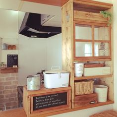 「セリア」 「DIY棚」 「手作り窓枠」 「キッチンカウンター」 「Kitchen」...etcが写っているjujuさんのインテリア実例写真を紹介します。2014-12-28 03:39:13に撮影されました。 Kitchen Office, Kitchen Nook, Cute Kitchen, Diy Kitchen, Kitchen Decor, Japan Interior, Cafe Interior, Kitchen Interior, Japanese Kitchen
