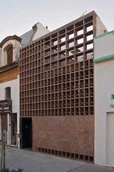 Vivienda de ladrillos entre medianeras Situación. Buenos Aires, Argentina. 2011 . Ventura Virzi arquitectos. | AAA galicia