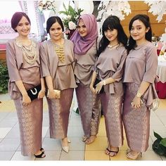 When our closest friends get married, surely we will be happy too, right! When you get a uniform bridesmaid, of course this is a golden opportunity for you to be … Kebaya Hijab, Kebaya Dress, Batik Kebaya, Kebaya Muslim, Batik Dress, Model Kebaya Modern, Kebaya Modern Dress, Red Mermaid Dress, Dress Brokat