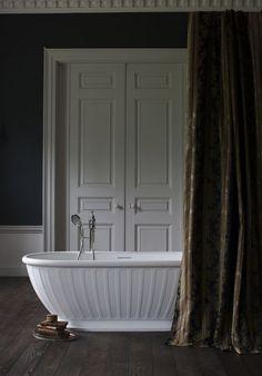 Amazing dark bathroo