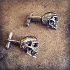 Solid silver skull cuff links at enriquemuthuan.com