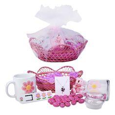 Çiçekleri seven bayanlara çiçeklerle dolu çok özel bir sepet BuldumBuldum.com'da. İçerisinde çiçek kolyeden, çiçek baskılı kupa bardağa, ayıcıktan kitap ayracına kadar birbirinden sevimli ürünlerin bulunduğu Bayanlara Çiçek Hediye Seti sadece BuldumBuldum.com'da.