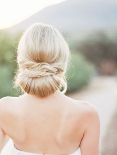 wedding hair wedding hair hair and makeup near me hair styles hair boho hair pin hair styles simple hair idea Medium Length Curls, Medium Curls, Veil Hairstyles, Summer Hairstyles, Bridal Hair Inspiration, Bridal Hair And Makeup, Hair Makeup, California Wedding Venues, Simple Wedding Hairstyles