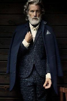 Lucir a la moda para hombres de 50 años es algo transcendental en sus vidas, ya que se desempeñan laboralmente y quizás cuenta con una pequeña parte de su p