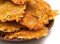 Reibekuchen (Duitse aardappelpannenkoekjes).