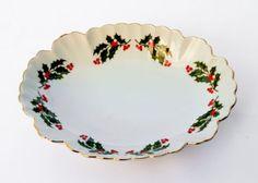Kashima-Christmas-Holly-Fine-Porcelain-Japan-oval-candy-dish-6-1-2-034-x-5-034