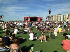 Hard Rock Calling audience relaxing on the easigrass #easigrass #artificialgrass #OlympicPark #London #HardRockCalling