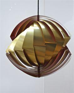 Louis Weisdorf édité  par Lyfa suspension en métal doré. VENDU