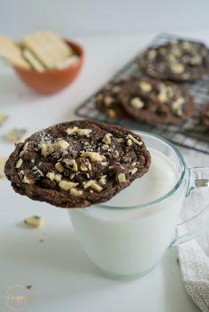 A Hershey's me convidou pra compartilhar uma receita deliciosa usando o chocolate cookies 'n' creme. Ele é o que eu mais gosto da linha de produtos da marca e eu pensei em criar uma receita de cookies com sabor de cookies 'n' creme. Essa massa de cookies é maravilhosa e super versátil. Dá pra fazer...Ver Receita »