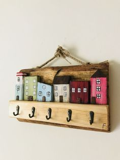 good way to use up left over wood - de madera en madera Wood Block Crafts, Wood Craft Patterns, Wood Blocks, Wood Projects, Woodworking Projects, Glass Blocks, Wooden Art, Wooden Crafts, Diy And Crafts
