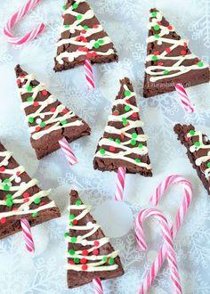 Kerstboom brownies (Laura's Bakery) - - - Christmas Tree Brownies, Christmas Cupcakes, Christmas Sweets, Christmas Goodies, Holiday Cookies, Christmas Candy, Christmas Baking, Cake Pops Weihnachten, Birthday Desserts