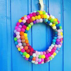 Felt pom pom Garland Pom Pom Garland, Textile Artists, Beaded Necklace, Felt, Textiles, Beaded Collar, Felting, Pearl Necklace, Beaded Necklaces