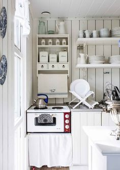 Traditional country kitchens are a design option that is often referred to as being timeless. Over the years, many people have found a traditional country kitchen design is just what they desire so they feel more at home in their kitchen. Country Kitchen Designs, Modern Kitchen Design, Rustic Kitchen, Shed Makeover, Modern Sink, Cottage Renovation, Barn Wood Frames, Country Style Homes, White Rooms
