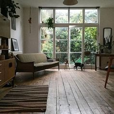 So pleased it's friday.... dreaming of a chilled out weekend and scenes like this beautiful home of the owner of Shoreditch's @odellsstore