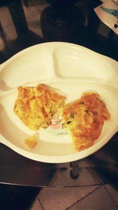 Macmelette (macaroni omelette with turkey)