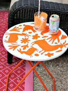 This Adorable Animal Side Table is just painted with stencils!
