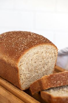 Delicious whole wheat bread, sweetened with honey. A great everyday bread, that's great for sandwiches and toasts well, too. Honey Wheat Bread, Wheat Bread Recipe, Yeast Bread Recipes, Good Food, Yummy Food, Loaf Cake, Bread Rolls, Buns, Recipe Ideas
