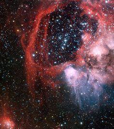 Nebulosa NGC 1935 (IC 2126, GC 1141) y Nebulosa NGC 1936 (IC 2127, GC 1142). Son nebulosas de emisión en la constelación Dorado; en la Gran Nube de Magallanes. Es parte de la gran nebulosa N44 (NGC 1929). NGC 1935 es la burbuja la la derecha de la imagen y NGC 1936 es la burbuja a su lado (centro).Descubiertas por John Herschel.