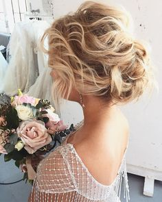 Best Wedding Hairstyle With Mid Length Hair Curly Wedding Hair, Bridal Hair Updo, Elegant Wedding Hair, Messy Wedding Updo, Exotic Wedding, Dream Wedding, Hairstyle Look, Headband Hairstyles, Bridal Hairstyles