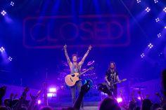 "Florida Georgia Line New Music Video ""Anything Goes"" Premiere / Florida Georgia Lineが最新ミュージックビデオ「Anything Goes」をVEVOで公開した。ビデオはFlorida Georgia Lineのコンサートツアー「Anything Goes Tour」の模様が収録されている。"
