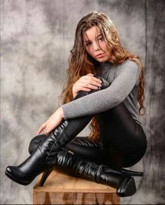 Leather, PVC, Plastic,Boots and more. Thigh High Boots Heels, Hot High Heels, Boots For Teenage Girl, Henna Designs, Sexy Boots, Black Boots, Riding Boot Outfits, Sexy Stiefel, Goth Beauty