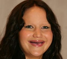 Humor Train - celebrities laughing with no teeth and no eyebrows Celebrities Without Eyebrows, Best Weight Loss Exercises, Laugh At Yourself, Belly Laughs, Jennifer Lawrence, Celebrity Hairstyles, Ways To Lose Weight, Funny Photos