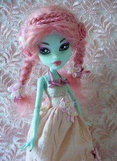 Sweetpea - custom Monster High Frankie Stein