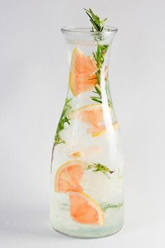 9 Infused Water Recipes That Will Make You Want to Drink We get it — drinking water can be boring, but it doesn't have to be! These infused water recipes offer a natural touch of sweetness, and as a bonus, help you stay hydrated. Sip up! From Dr. Infused Water Recipes, Fruit Infused Water, Infused Waters, Water With Fruit, Water Infusion Recipes, Healthy Fruits, Healthy Drinks, Healthy Water, Healthy Food