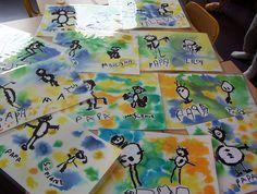 Un set de table pour papa: plonger une feuille à dessin dans un seau d'eau puis la déposer sur une table; y déposer de l'encre; dessiner ou écrire à l'encre de chine. Nelly.CV