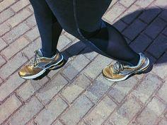 Comprei até um tênis específico (e caro ) pra começar a correr pq sempre quis conseguir correr e nunca levei adiante! Ontem foi o primeiro dia mas sei que vou longe né non?! Alguém aí já corre? Tem dicas pra me dar uma luz??!!  #projetoninababadeira