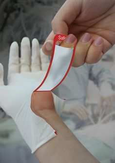 Safe Cut Glove - preventing reuse of gloves   Designers: Park Bomin, Jung Sumi & Chu Yeunho