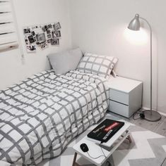 14 Trendy Bedroom Design and Decor Ideas for Your Next Makeover - The Trending House Small Room Bedroom, Trendy Bedroom, Home Bedroom, Bedroom Ideas, Design Bedroom, Bedrooms, Decoration Bedroom, Diy Room Decor, Minimalist Room