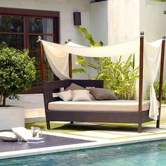 Luxurious outdoor furniture - Outdoor Entertaining Tips from Tom Delavan