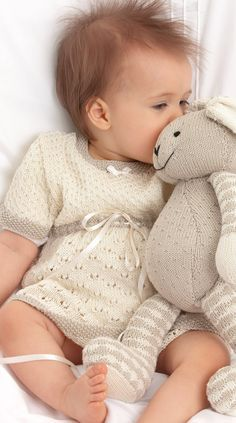 With this pattern by Free Knitting Patterns For you will lear how to knit a Baby Lace Dress Knitting and Bunny Pattern step by step. It is an easy tutorial about lace to knit with crochet or tricot. Jumper Knitting Pattern, Baby Knitting Patterns, Baby Patterns, Knit Baby Dress, Knitted Baby Clothes, Knitting For Kids, Free Knitting, Patons Yarn, Baby Kind