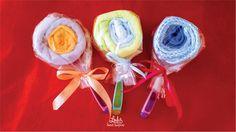 Lolipop που περιλαμβάνει κουταλάκι φαγητού,σαλιάρα καθώς και πετσετούλα για το φαγητό. #loulis_sweet_surprise #diaper_cake #gift_for_baby