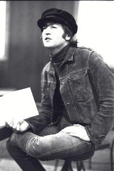 John Lennon during Rubber Soul recording sessions, 1965 Les Beatles, John Lennon Beatles, Beatles Art, Ringo Starr, George Harrison, Paul Mccartney, Personalidade Infp, Liverpool, John Lennon And Yoko
