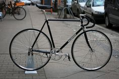 black and silver goldsprint fixie