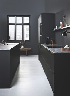 Super matt black cabinets give you a sophisticated and minimalistic kitchen design. Dark Grey Kitchen Cabinets, Modern Cabinets, Black Cabinets, Kitchen Redo, Kitchen Dining, Kitchen Remodel, Black Kitchens, Home Kitchens, Inside Home