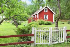 Znalezione obrazy dla zapytania Red cottages with white corners, AKA Swedish old Swedish Cottage, Red Cottage, Swedish House, Cozy Cottage, Cottage Style, Red Houses, Little Houses, Scandinavian Cabin, Lakeside Cottage