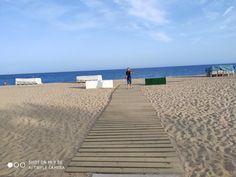 2019_Barcelóna– Google Drive Barcelona, Google Drive, Sidewalk, Beach, Water, Outdoor, Gripe Water, Outdoors, The Beach