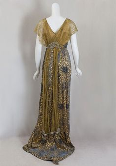 Brand new, elegant Edwardian evening dress over at Vintage Textiles . Just look … Brand new, elegant Edwardian evening dress over at Vintage Textiles . Just look at that long beautiful train….And what a steal for such a … Edwardian Gowns, Edwardian Clothing, Edwardian Fashion, Vintage Fashion, Vintage Clothing, Vintage Gowns, Vintage Outfits, Dress Vintage, Mode Costume