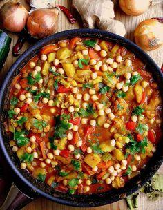 Wegetariańskie curry z kalafiorem i ciecierzycą / Cauliflower and Chickpea Curry   Lekcje w kuchni Garam Masala, Chana Masala, Chapati, Chili, Ethnic Recipes, Food, Chile, Essen, Meals