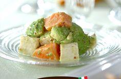 イタリア国旗を表現したような3色サラダは、食材の大きさを揃えて。