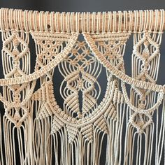 Wall Hanging Diy Tutorials Canvases 33 Ideas For 2019 - Diy İdeas Macrame Tutorial, Diy Tutorial, Macrame Curtain, Macrame Design, Macrame Projects, Micro Macrame, Weaving Techniques, Diy Canvas, String Art