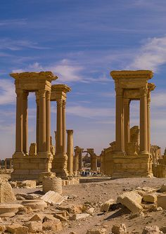The Ancient Roman city of Palmyra , in Syria. Ancient Ruins, Ancient Rome, Ancient Greece, Ancient History, Mayan Ruins, Roman Architecture, Ancient Architecture, Beautiful World, Beautiful Places