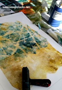 A session of monotype printing may include sheer fabric, muslin or rice paper. It starts with settin Fabric Painting, Fabric Art, Shibori, Tea Bag Art, Gelli Plate Printing, Gelli Arts, Collage Techniques, Plate Art, Rice Paper