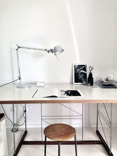 Domowe biuro design biuro biuro w domu stylowe biuro home office inspirations Workspace Inspiration, Room Inspiration, Interior Inspiration, Home Office Design, Home Office Decor, House Design, Home Decor, Office Desk, Office Inspo